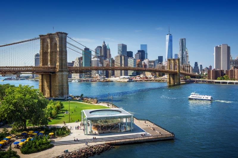 Brooklyn Bridge & Skyline of New York, USA