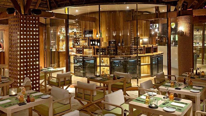 Restaurant - Luxury Holiday at Constance Moofushi Maldives - Just Fly Business