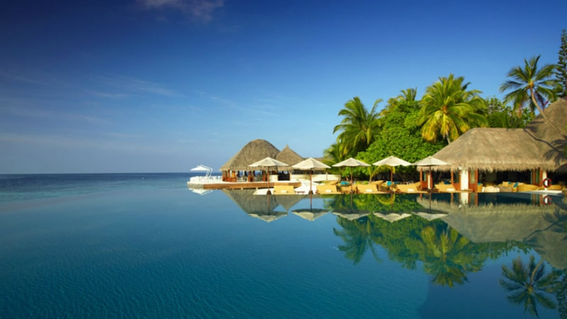 Infinity Pool at Huvafen Fushi, Maldives