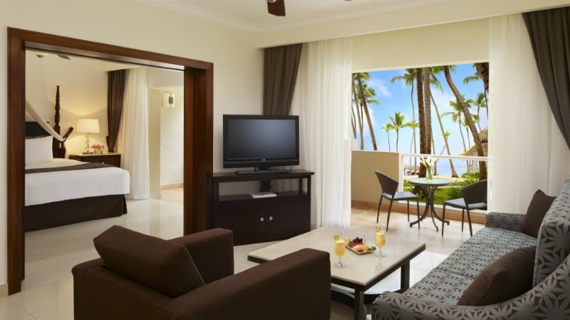 Preferred Club Honeymoon Suite with Jacuzzi at Dreams Palm Beach Punta Cana