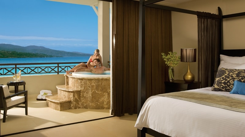 room with jacuzzi and sea view