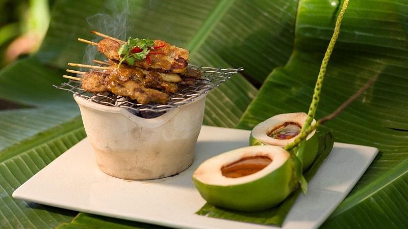 thai food on leaf