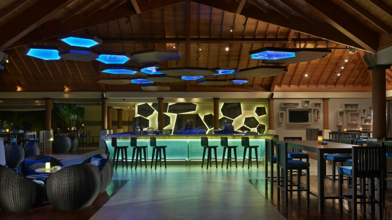 Hilton Seychelles Labriz Resort & Spa LoBrizanBar_HR-min