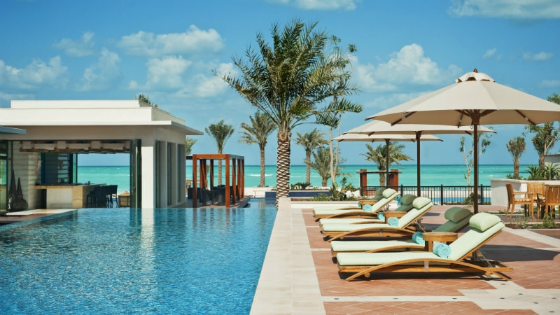 st regis saadiyat island swimming-pool