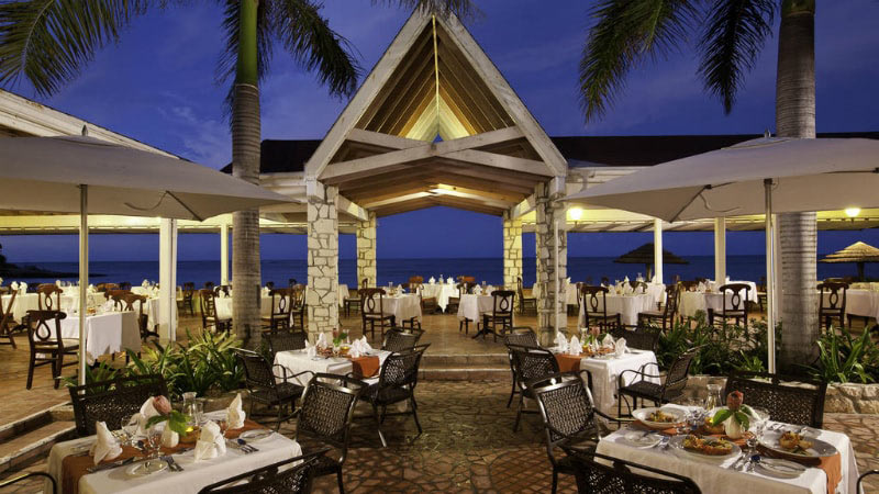 Restaurant - Luxury Holiday at Pineapple Beach Club | Just Fly Business