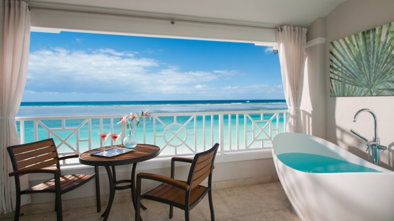 Windsor Beachfront Club Level Room with Balcony Tranquility Soaking Tub at Sandals Royal Caribbean