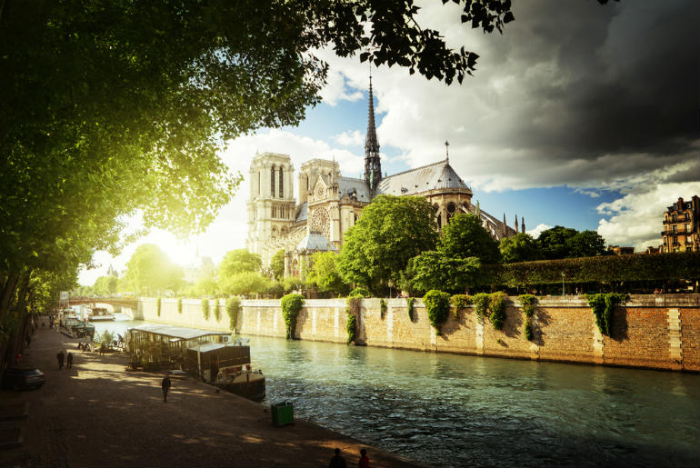 View of Notre Dame, Pairs | Just Fly Business