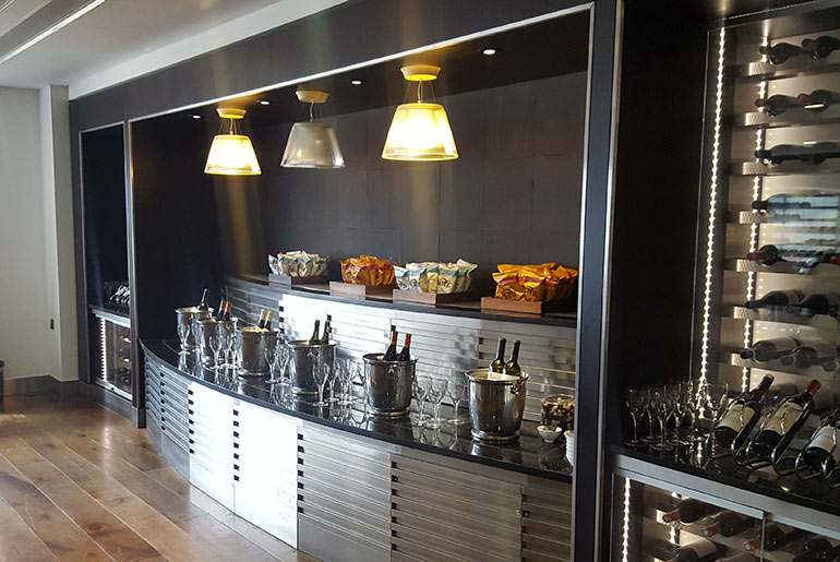 Galleries Lounge Wine Bar - BA Business Class Review | Just Fly Business
