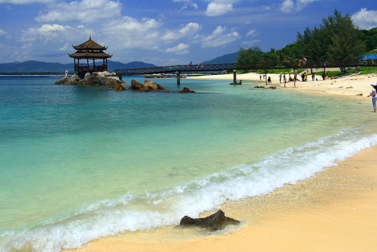 Beach at Wuzhizhou Island | Just Fly Business Blog