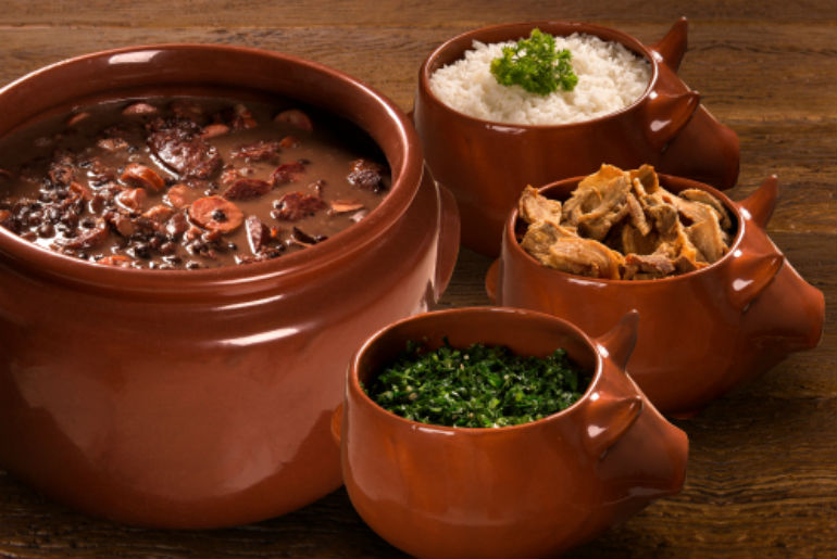 4 pig bowls of Feijoada