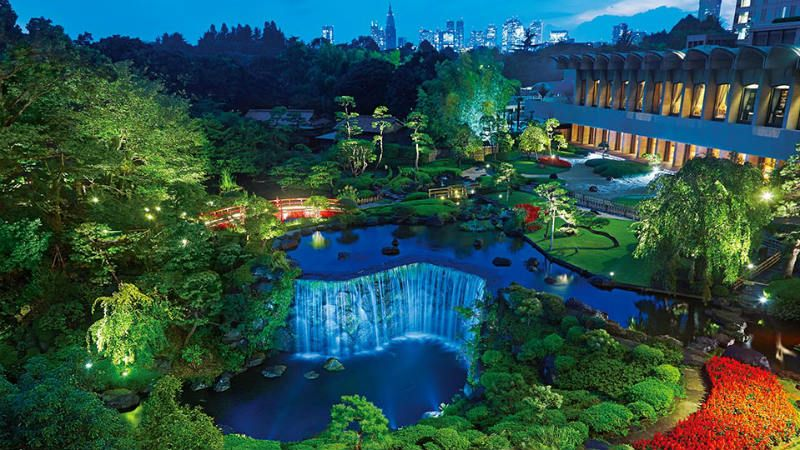 Evening photo of gardens at Hotel New Otani Tokyo