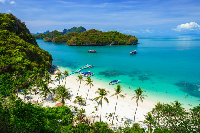 Koh Samui beach with clear lush waters surrounding the island