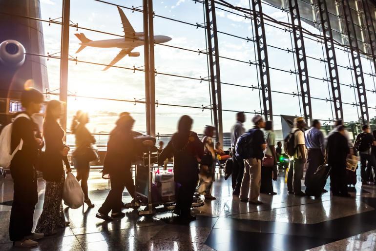 A long airport que