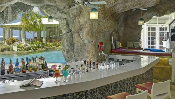 Crystal Cove bar at the Crystal Cove by Elegant Hotels