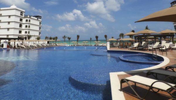 Swimming pool with sea views at Grand Residences Riviera Cancun