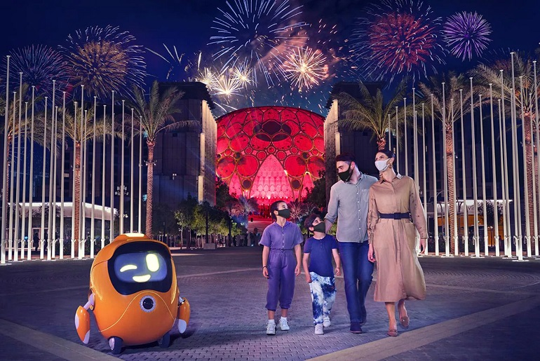 Family with children at the Dubai 2020 2021 Expo